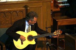 Larry_Gatlin_at_the_Church