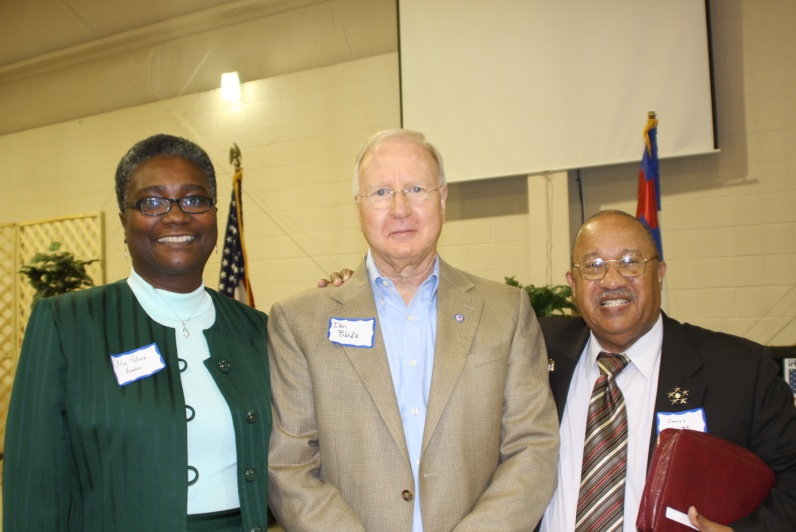Pat_and_Dr_Johnny_Hunter_with_VCA_Chairman_Don_Blake_10